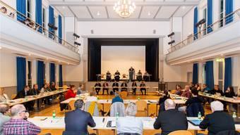 Schweigend nahm der Einwohnerrat die Medienmitteilung des Gemeinderates zur Kenntnis. Der Bericht wird erst im nächsten Jahr traktandiert. Claudio Thoma