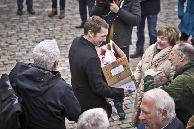 Für jeden Regierungsrat ein Kilo Reis - 8035 Personen aus der ganzen Schweiz haben die Petition gegen die Kürzungen beim Italienisch unterschrieben.