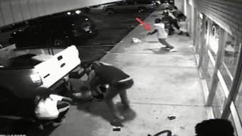 Das von der Polizei veröffentlichte Überwachungsvideo aus Ferguson.