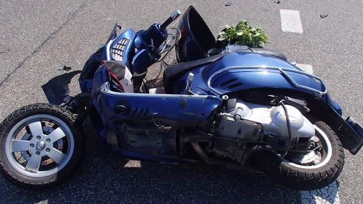 Der Vespafahrer (71) und seine Begleiterin (68) wurden bei dem Unfall schwer verletzt.