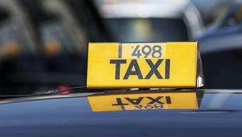 Die Schweizer Taxibranche will Uber mit einer eigenen App einheizen. (Symbolbild)