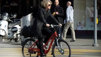 Die Zürcher Stadtpräsidentin Corine Mauch fährt Velo oder E-Bike. Doch auch sie sitzt manchmal am Steuer.