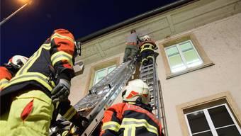 Unter dem Dach des Gemeindehauses erhalten die Gebäudebrüter mehrere Nisthilfen. mhu