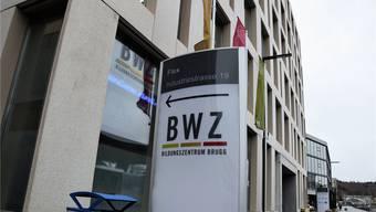 In der KV-Abteilung des BWZ Brugg im Flex-Gebäude an der Industriestrasse drücken 300 Lernende die Schulbank. MHU
