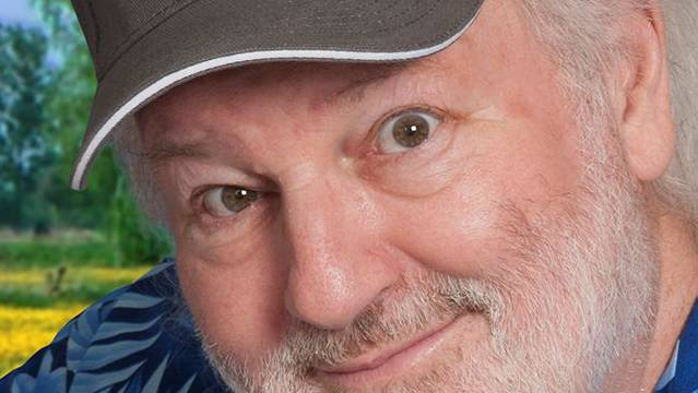 Peach Weber. Steht seit 40 Jahren als Komiker auf der Bühne. Seine Abschiedsvorstellung ist auf den 15. Oktober 2027 im Hallenstadion terminiert.