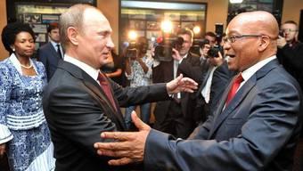 Putin (links) trifft Zuma zum BRICS-Gipfel in Durban