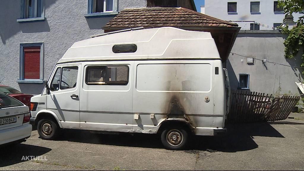 Ein Liebhaber-Camper nach Brand in Derendingen schrottreif