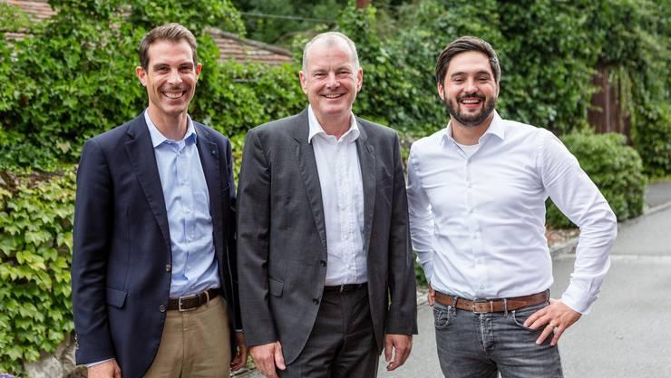 Gut gelaunte Etappensieger: Thierry Burkart, Stephan Attiger und Cédric Wermuth (v. l.) feiern in Rupperswil den Erfolg des überparteilichen Komitees Bahnanschluss Mittelland. Die heisse Phase im Kampf für eine bessere Bahnanbindung steht noch bevor.