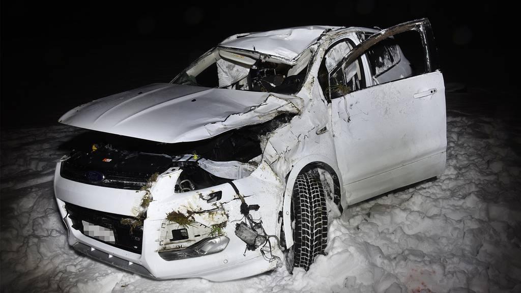 Auto überschlägt sich mehrmals: Totalschaden