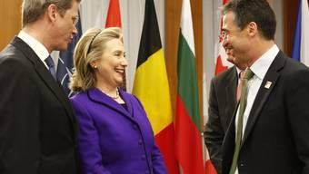 Westerwelle und Clinton mit NATO-Generalsekretär Rasmussen (von links)
