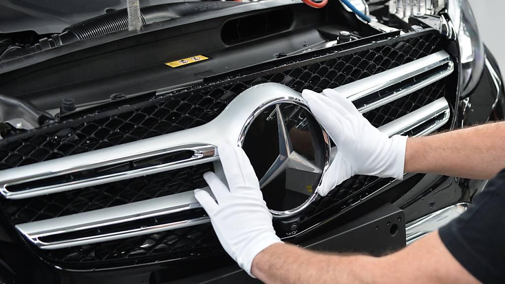Der Auto- und LKW-Bauer hat im zweiten Quartal 2021 einen milliardenhohen Gewinn erzielt. Vor allem die S-Klasse von Mercedes erfreut sich einer hohen Nachfrage.(Archivbild)