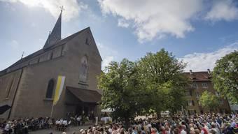 Das Theater findet auf dem Kirchplatz in Baden statt. (Archivbild)