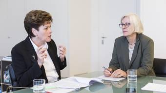 Die Zürcher Bildungsdirektorin Silvia Steiner (CVP) ist gegen die Fremdspracheninitiative, Lehrerverbandspräsidentin Lilo Lätzsch (rechts) dafür.