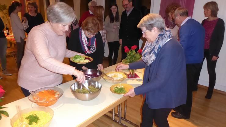 Helferinnen und Helfer am Abschlussabend des Kerzenziehens 2017