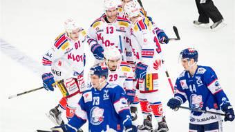 Im 199. Zürcher Eishockey-Derby jubeln entgegen den Erwartungen die Kloten Flyers. Keystone