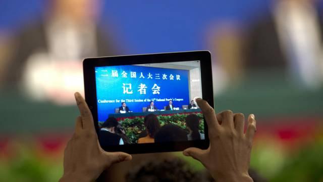 Tablet an einer Medienkonferenz in China (Symbolbild)