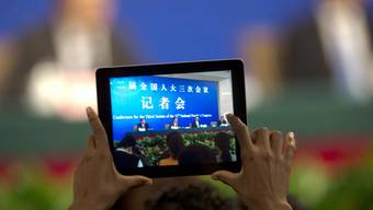 Tablet an einer Medienkonferenz in China (Symbolbild)