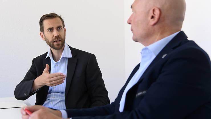 Denis Vaucher (rechts), Direktor der National und Swiss League im Eishockey, und Claudius Schäfer, CEO der Swiss Football League, sprechen aufgrund der Corona-Pandemie viel öfter miteinander als vorher