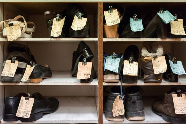 Viele von Beat Simmens Kunden haben nochmals alle Schuhe vorbeigebracht.
