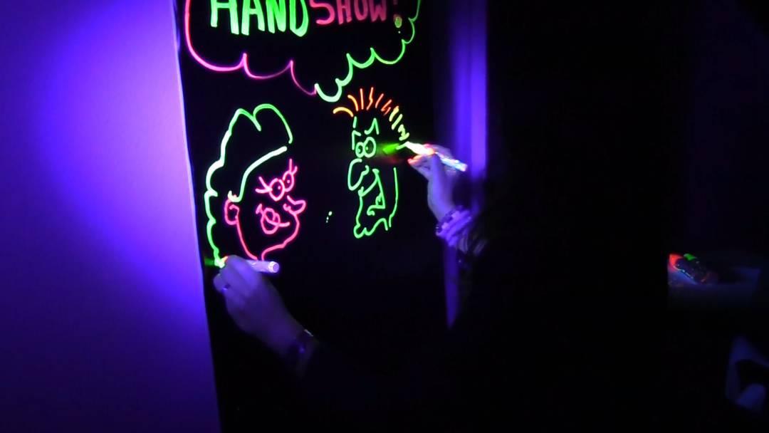 Talent: Diese Frau zeichnet mit beiden Händen gleichzeitig
