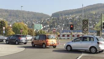 Der Stau auf der Rheinstrasse Ende Oktober verursachte Kosten für das lokale Gewerbe und den öV und nervte die Verkehrsteilnehmer.