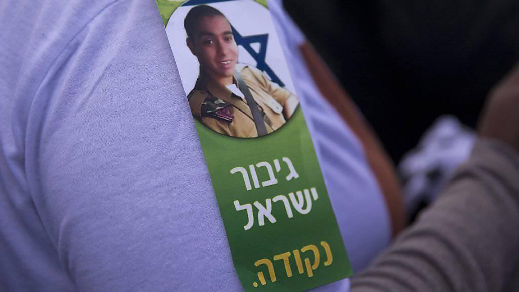 Unterstützer des wegen Totschlags verurteilten israelischen Soldaten Elor Asaria hetzen in den sozialen Medien gegen die Richter. (Symbolbild)