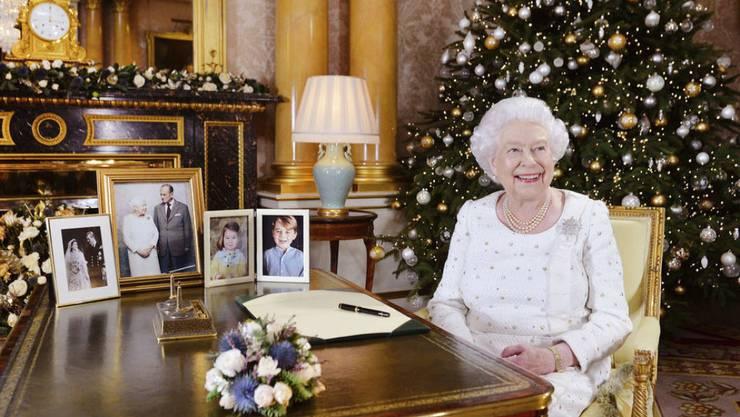 Queen Elizabeth II. im Buckingham-Palast nach der Aufzeichnung ihrer Weihnachtsansprche.