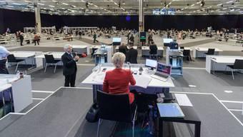 Ständig wechselnde Traktandenlisten, kurzfristig anberaumte Kommissionssitzungen und fehlende Informationsgrundlagen erschwerten die Arbeit der 246 National- und Ständeräte.