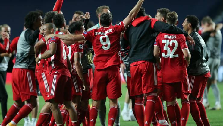 Mia san mia: Der FC Bayern bejubelt das Triple.