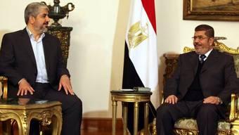 Brüder im Geiste: Mursi (rechts) und Maschaal in Kairo