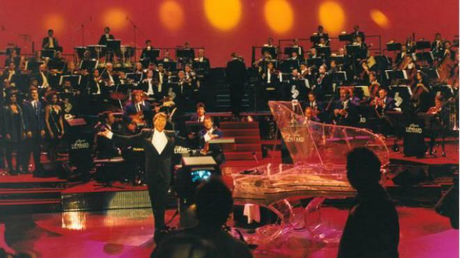 Konzert der «Open Air Symphony», 1992: Udo Jürgens mit dem riesigen Orchester von Pepe Lienhard.  Foto: ho