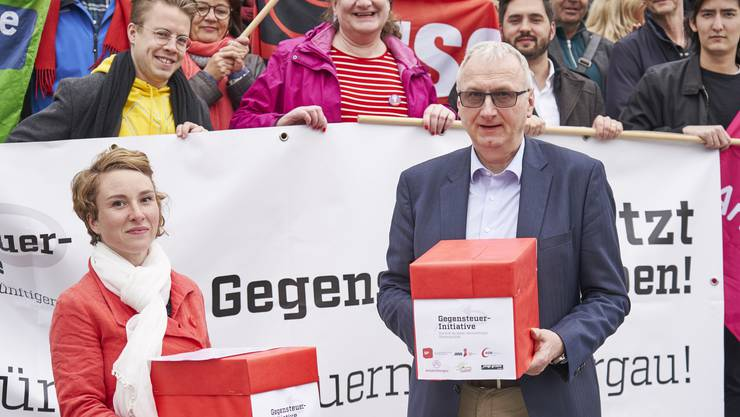 Grünen-Nationalrätin Irène Kälin bei der Einreichung der Unterschriften am 12. April 2019 in Aarau.