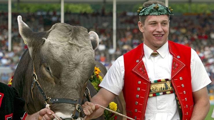 Im Schlussgang trifft Jörg Abderhalden (Nesslau SG) auf Thomas Sutter (Appenzell). Nach 16 Minuten endet der Kampf gestellt. Abderhalden wird Schwingerkönig mit 77,75 Punkten. Als Siegerpreis erhält er Muni «Pilatus».
