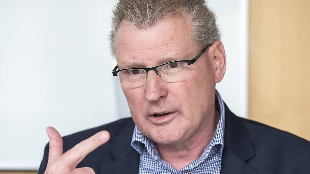 Der Zuger Finanzdirektor Heinz Tännler beantragt in der Coronakrise mehr Geld für Härtefälle. (Archivbild)