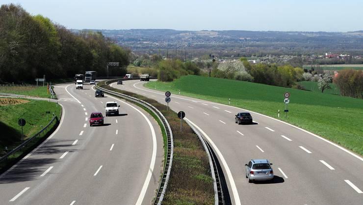 Noch rollt der Verkehr auf allen Spuren. Ab heute wird die A 98, hier der Blick in Richtung Weil, saniert.