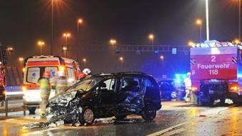 Anfang Februar 2014 kam es auf der Autobahn A1 bei Neuenhof zu einer Massenkarambolage. 21 Personen wurden verletzt, eine davon schwer. (Archiv)