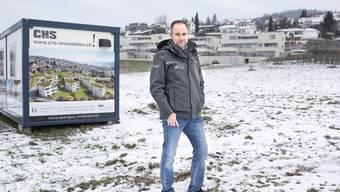 Acht Häuser: Die Visualisierung am Container zeigt die Überbauung, die  Christian Schweizer vermarktet.
