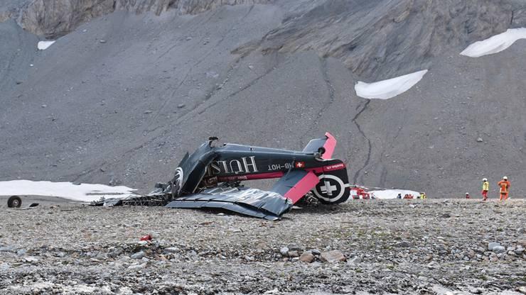Das Flugzeug war nahezu senkrecht zu Boden gekracht.