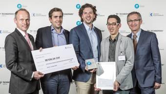 Die Preisträger 2016: v.l. Dr. Jörg Müller-Ganz, Pedrini Vincent, Nilson Kufus, Kevin Mersch, Prof. Dr. Gian-Luca Bona