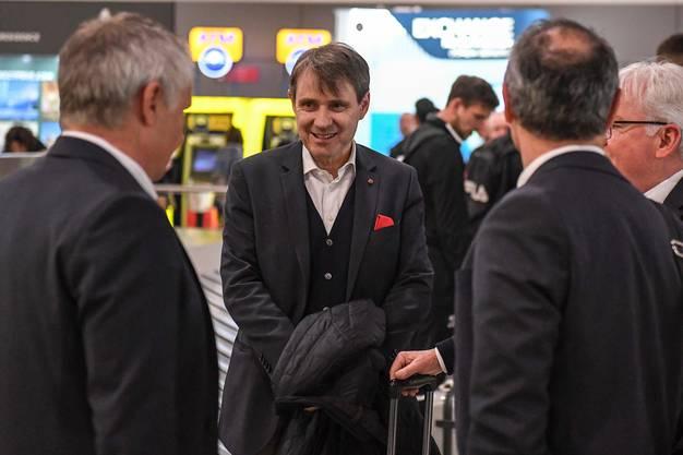 Ruedi Zbinden, Bernhard Burgener und Marcel Koller am Flughafen in Larnaca.