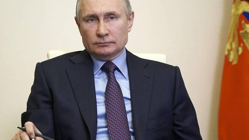 Wladimir Putin will sich nach langem Zögern nun doch gegen das Coronavirus impfen lassen. Foto: Alexei Druzhinin/Pool Sputnik Kremlin/AP/dpa