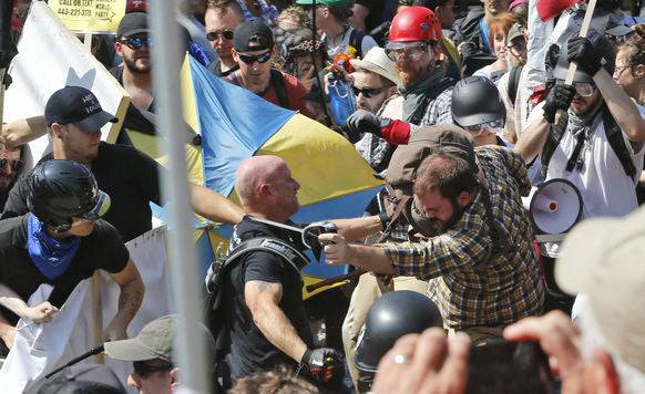 Bei einem Aufmarsch weisser Nationalisten 2017 kam es in Charlottesville zu groben Auseinandersetzungen mit Gegendemonstranten.