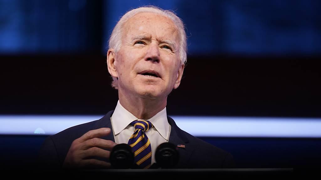 ARCHIV - Joe Biden spricht im The Queen Theater. Foto: Andrew Harnik/AP/dpa