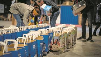 Rund 50 Taschen verteilten die Freiwilligen in Basel.