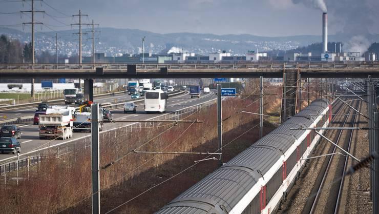 Der Verkehr zwischen Zürich und Baden soll mit einer S-Bahn-Station Silbern auf die Schiene verlegt werden. Chris Iseli