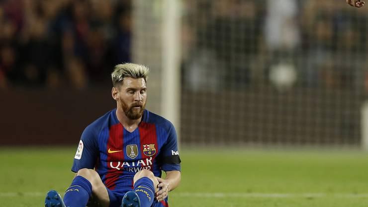 Lionel Messi verletzt am Boden