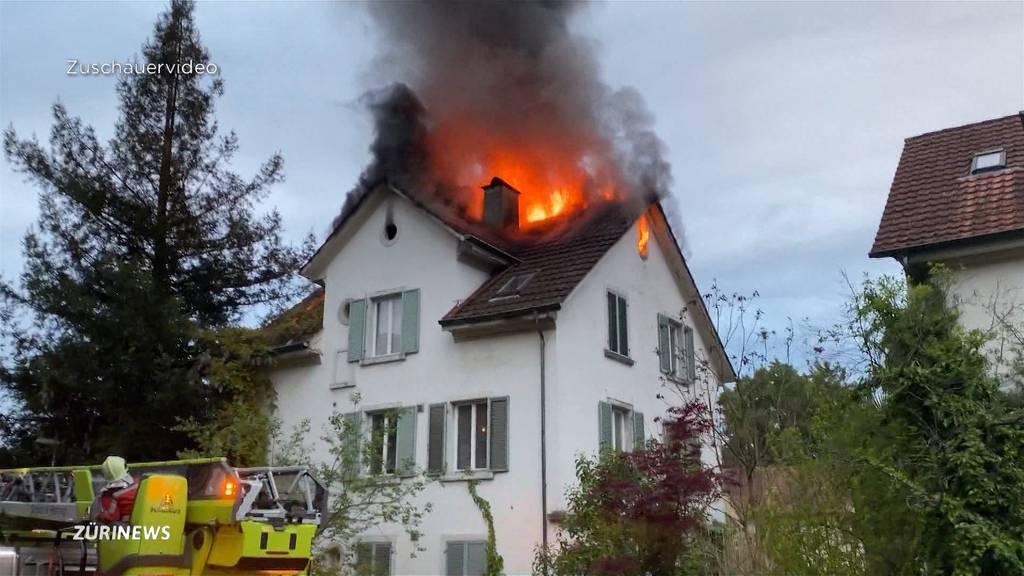 Ersthelfer rettet Senior aus brennendem Haus in Höngg