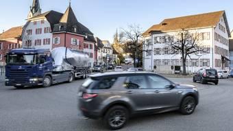 Der Laufner Vorstadtplatz ist die am stärksten mit Schwerverkehr belastete Ortsdurchfahrt im Kanton Baselland.