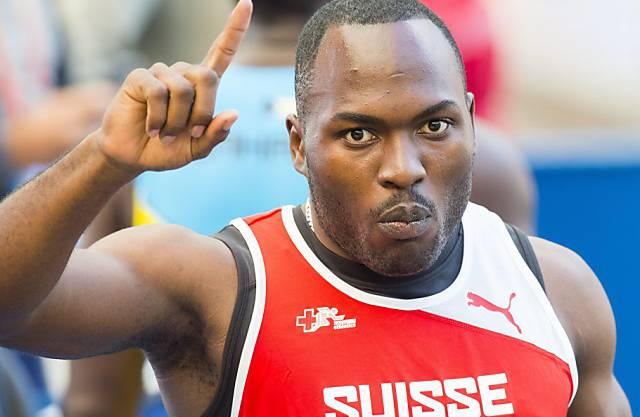 Der Start in die Saison begann für den Sprinter Alex Wilson denkbar schlecht. Achillessehnen-Probleme und vier Zahn-Infekte verzögerten seinen persönlichen Saisonstart. Ein Novum, denn der gebürtige Jamaikaner blieb bis dahin von gröberen Verletzungen verschont. Aber der Old-Boys-Athlet gab nie auf und hielt an seinen Saisonzielen fest. Für die grösste Überraschung sorgte der 200-Meter-Spezialist an den Schweizer Meisterschaften Anfang Juli in Bulle. Über 100 Meter unterbot er Dave Dollés Schweizer Rekord von 1995 um vier Hundertstel auf 10,12 Sekunden. In Europas Bestenliste schaffte er damit den Sprung auf Position 13. Als Krönung wurde Wilson zum Schweizer Athleten des Jahres 2013 gewählt und stach bei der Wahl sogar Marathon-Legende Viktor Röthlin aus.