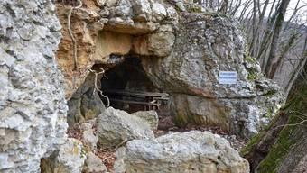 Vorgesehen ist, die heruntergestürzten Felsbrocken zu entfernen und den Eingangsbereich zu erneuern.